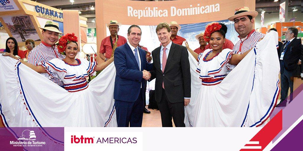 Los ministros de Turismo de México, Enrique de la Madrid, y República Dominicana, Francisco Javier Garcí