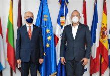 El director del Centro de Desarrollo y Competitividad Industrial (PROINDUSTRIA), ingeniero UlisesRodríguez, y el embajador de la Unión Europea, Gianluca Grippa