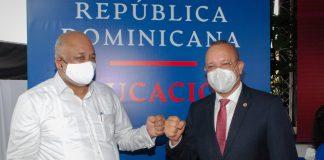 Ministro de Educación, Roberto Fulcar, Director de PROINDUSTRIA Ing. Ulises Rodríguez