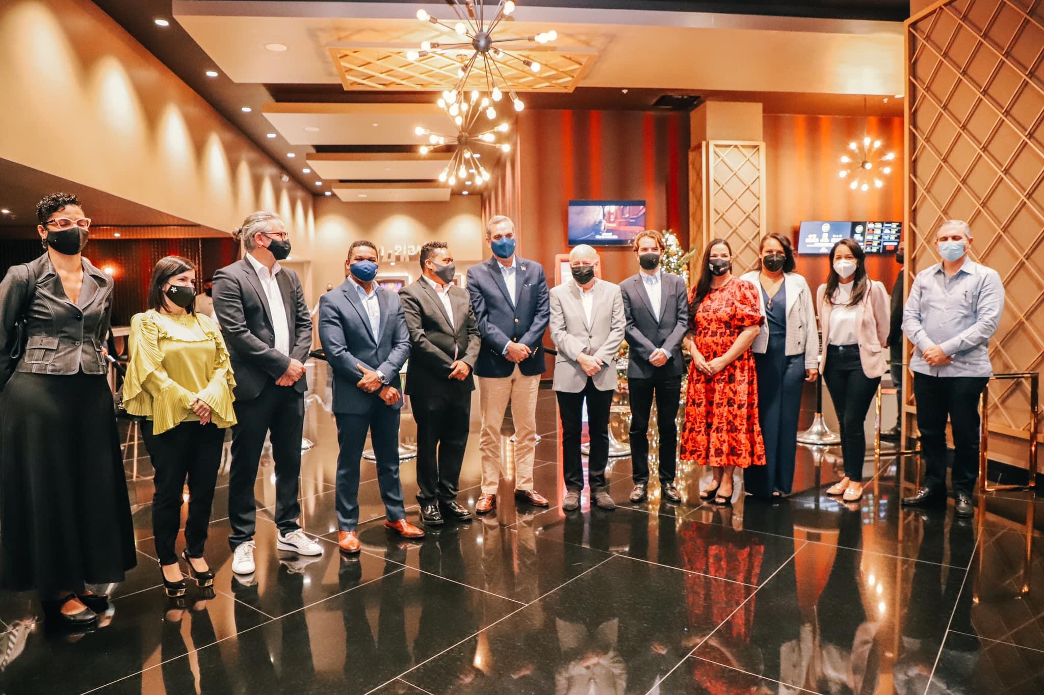 El presidente Luis Abinader acudió éste sábado a ver la película