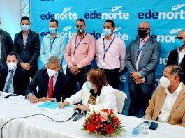 Firma de acuerdo Edenorte-Minerd para garantizar servicio de electricidad en todos los centros educativos de las provincias del Cibao. Firmantes: Por EDENORTE Ing. Andrés Cueto, por MINERD Magíster Marieta Díaz.