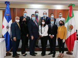 Al centro el embajador Carlos Peñafiel Soto y la diputada Servia Iris Familia, presidenta del Grupo de Amistad Dominicano-Mexicano.