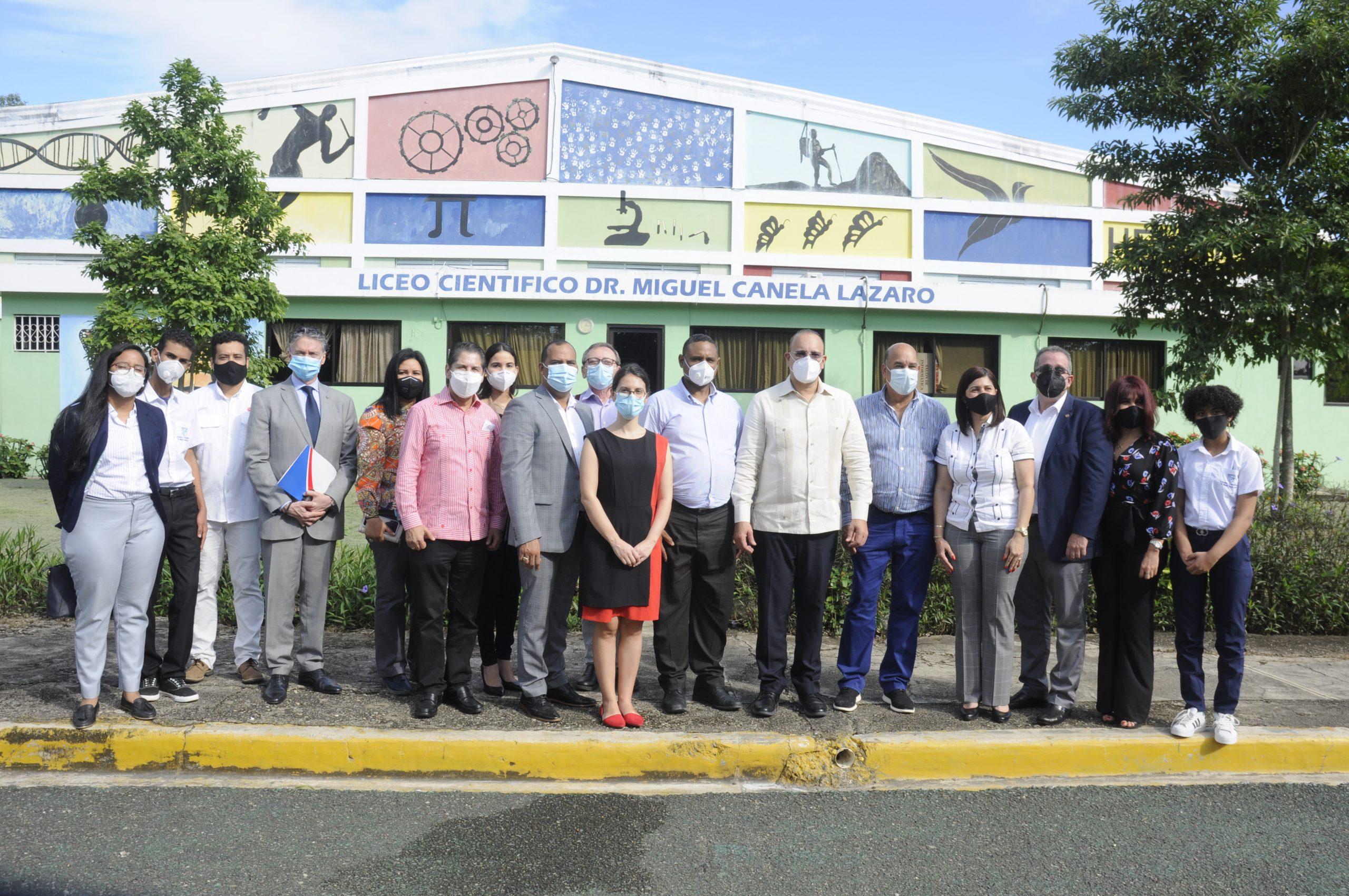 Encuentro con Estudiantes del Liceo Cientifico Dr. Miguel Canela Lazaro Parque Indust. de Salcedo 17-12-20 (8)