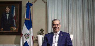 El presidente de la República Dominicana, Luis Abinader, durante la entrevista en el Salón Blanco del Palacio Nacional.GLADYS SERRANO