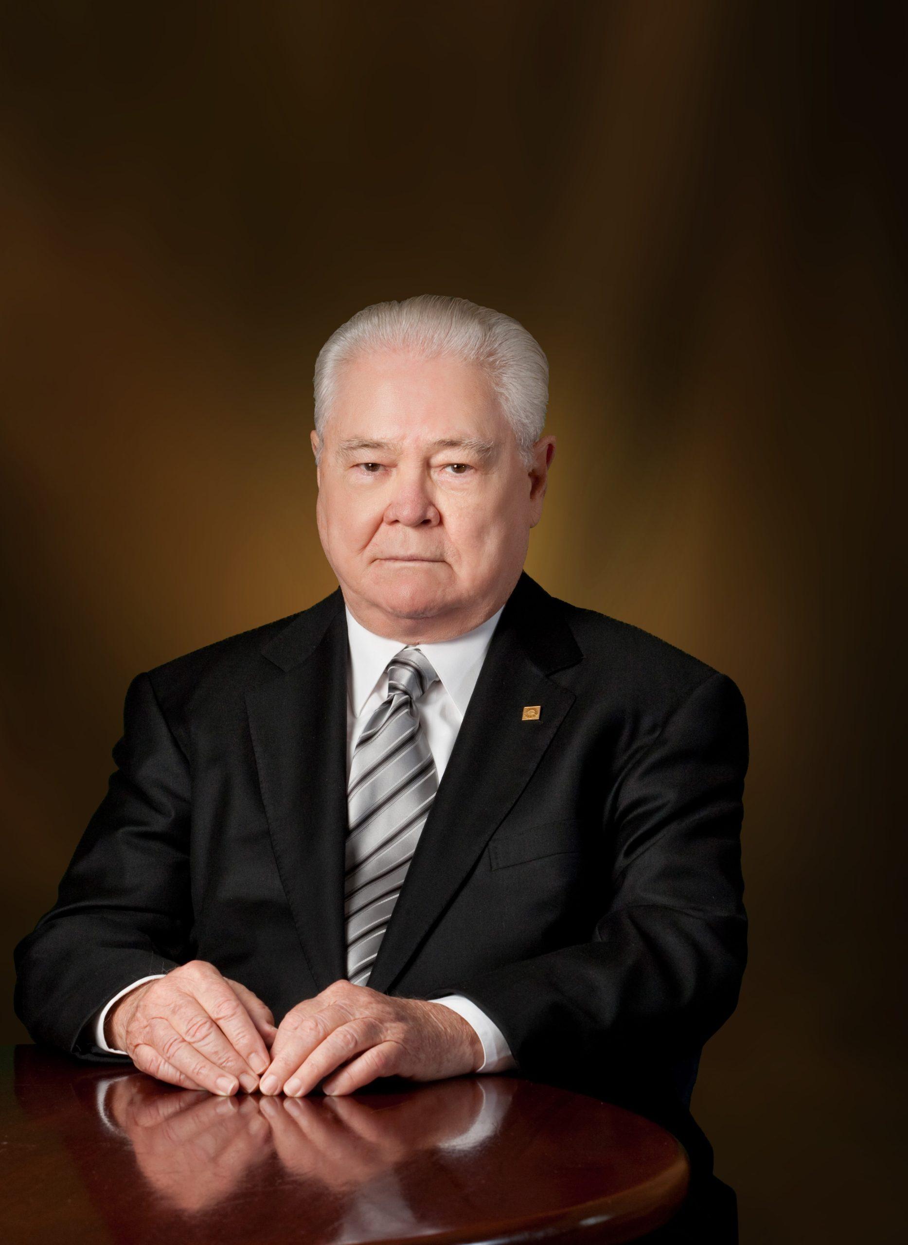 Señor Alejandro E. Grullón E