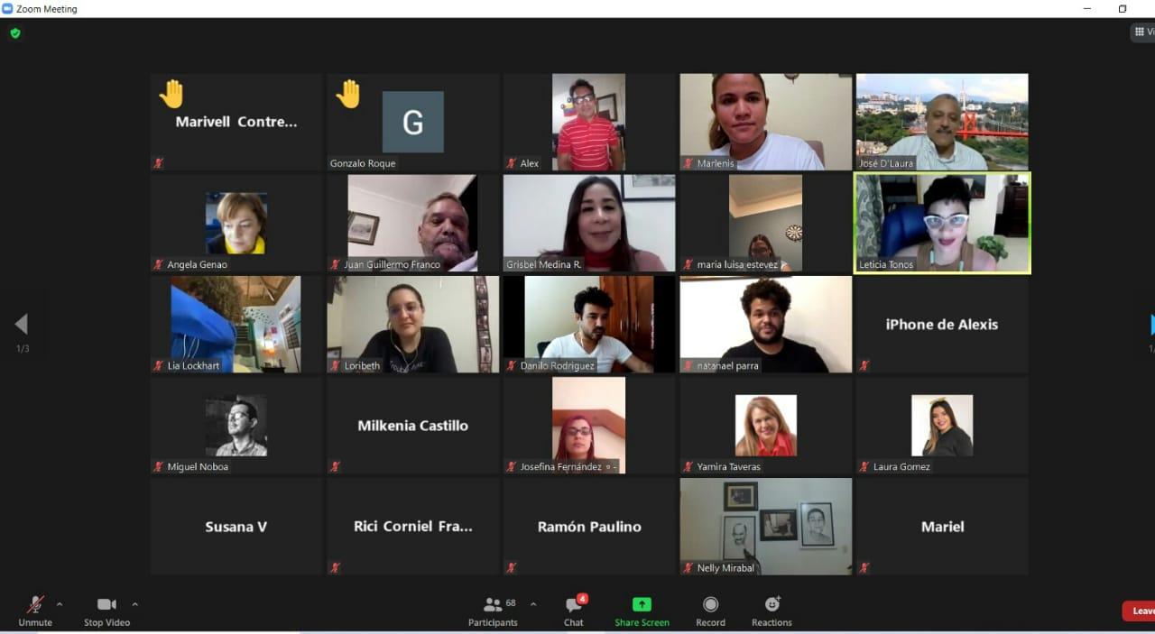 En la sala personas de diversas partes del país, New York, Miami, Europa y México.