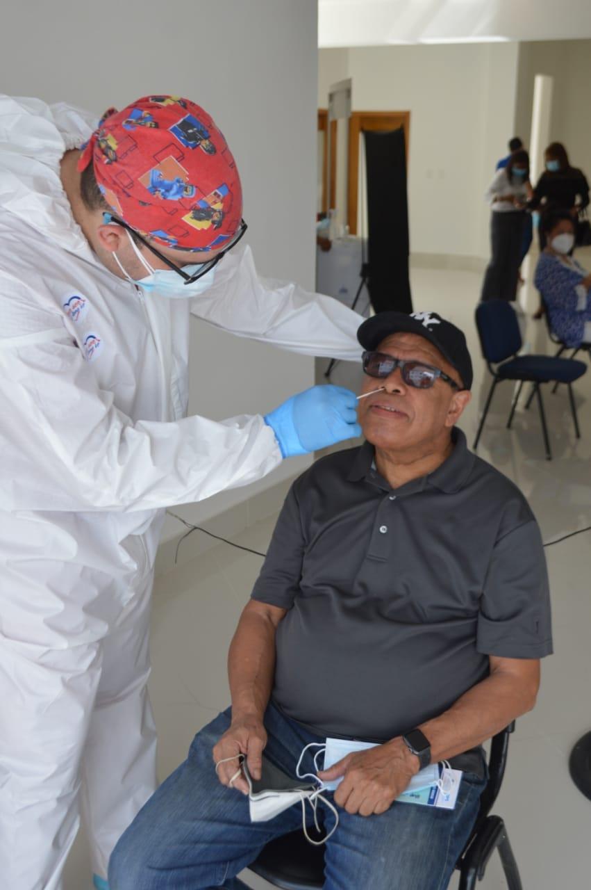 El expresidente de Acroarte Josph Cáceres se hizo su prueba PCR Covid-19