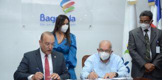 Los Directores de Proindustria y del Banco Agricola estampan su firma en el convenio de apoyo a la industrias agroindustriales