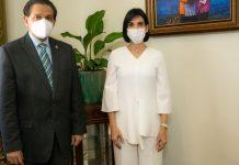 El ministro de Salud, Daniel Enrique de Jesús Rivera Reyes y la primera dama, Raquel Arbaje