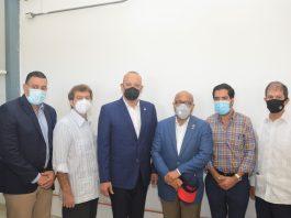 El director general de Proindustria, Ulises Rodríguez, acompañado de legisladores y empresarios que visitaron el parque industrial DISDO.