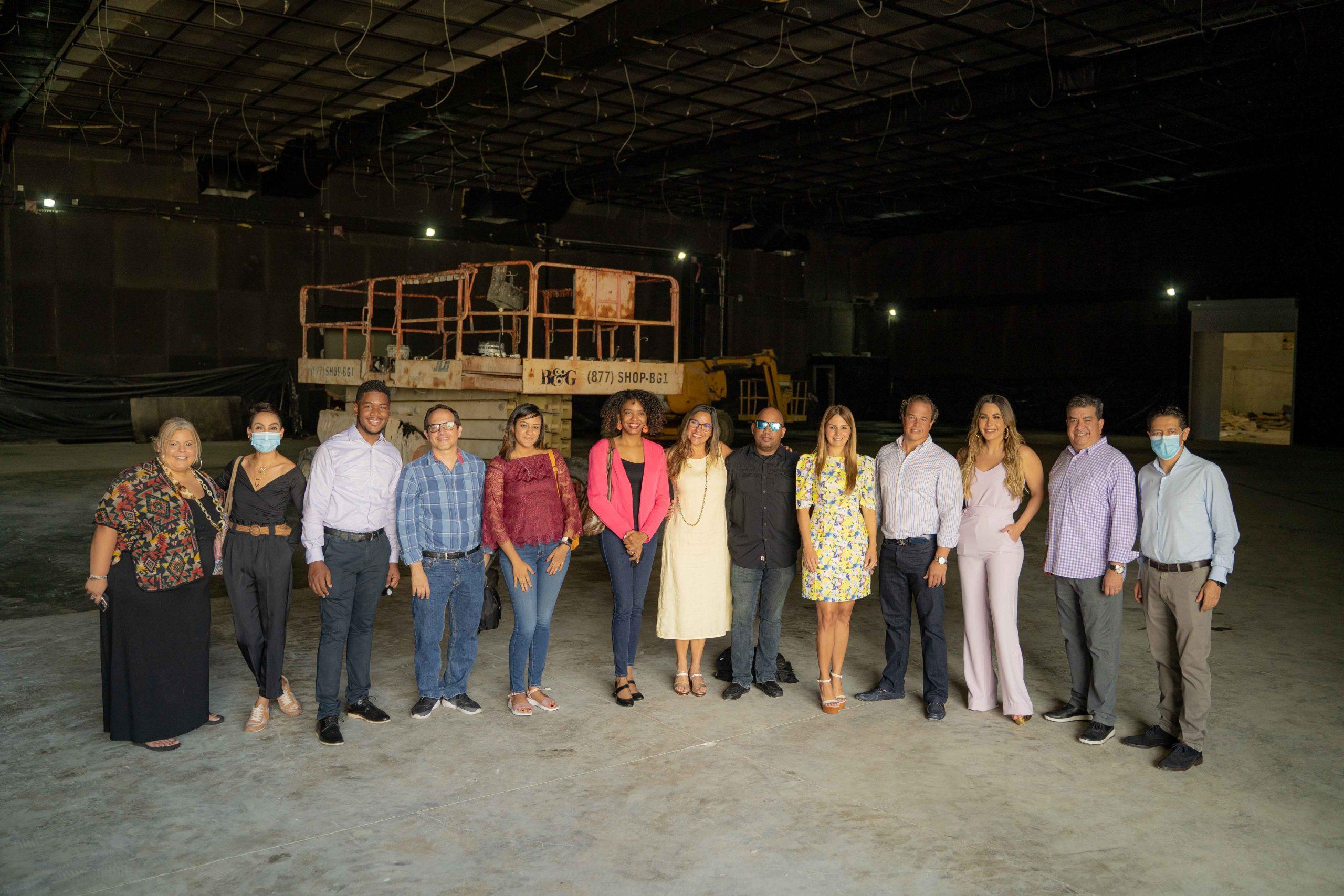 Clientes y prensa invitada de TCL al set de The Voice Dominicana