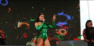 Momento de la actuación de Sarodj Bertin en Miami.
