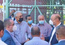 El Director de Proindusrtria recorre las empresas de zona franca que operan en el parque industrial de Esperanza.