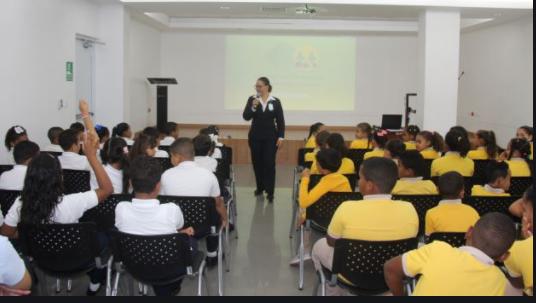 La imagen muestra una de las aciones educativas apoyadas por la Fundacion San Jose en SAJOMA.