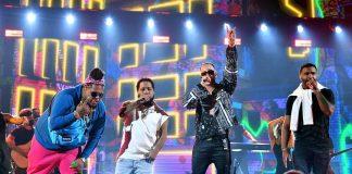 Chimbala junto J Quiles y Zion y Lennox durante su actuación en el cierre de premios Juventud. Fotos Univisión/Premios Juventud