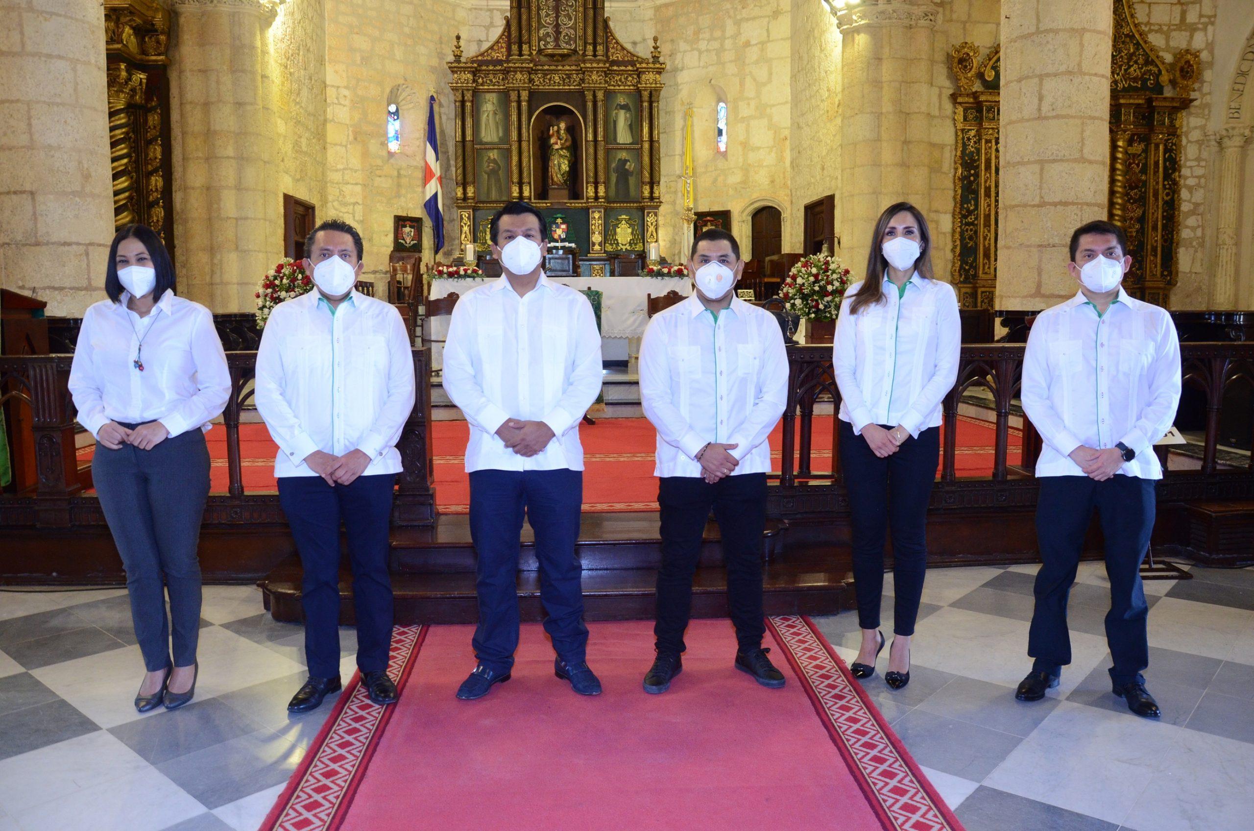 -Lizzie González, Mario Medina, Arturo Marroquín, Carlos Butrón, Lorena Gutiérrez y Ubaldo Dedios