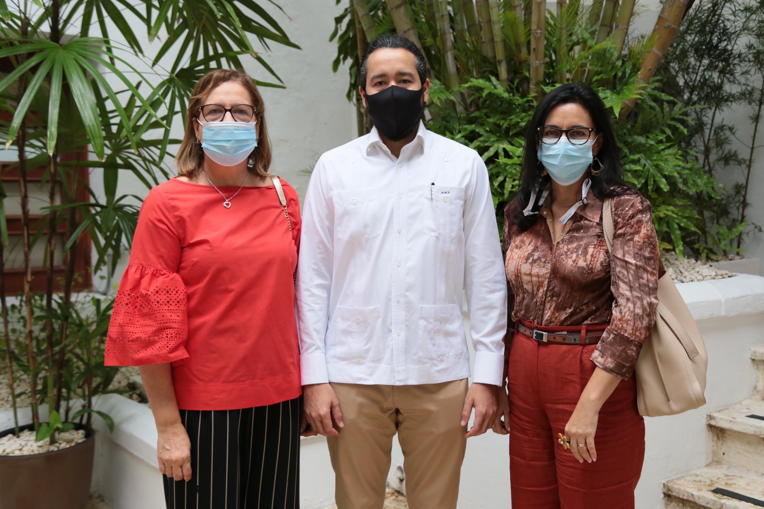 Miguelina de Ramírez, Alejandro Miguel Ramírez y Katherine Aybar