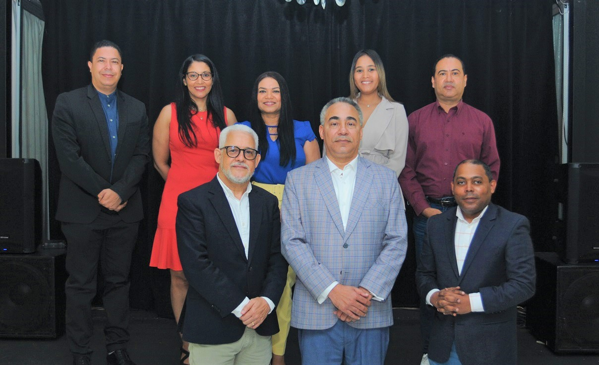 La primera directiva de la Academia Dominicana de Periodistas de Arte y Espectáculos (ADOPAE) fue elegida hoy sábado 10 de julio y  que preside Severo Rivera.