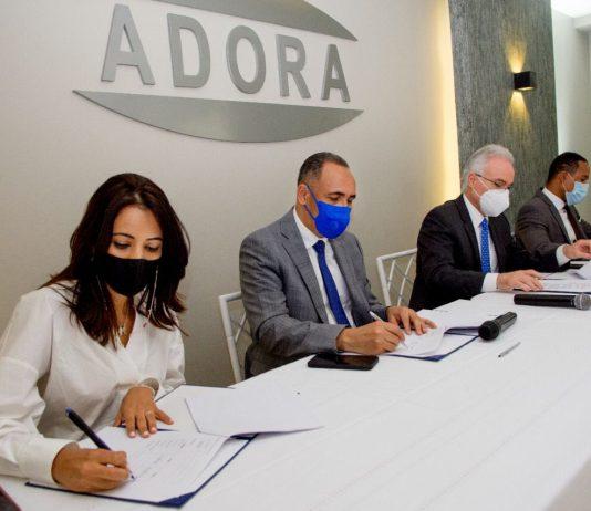 Miembros de Indotel y ADORA firman acuerdo