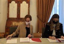 Marianna Vargas Gurilieva, directora de la Dirección General de Cine y Beatriz Navas, de la Cinematografía y las Artes Audiovisuales (ICAA), en la firma del acuerdo de coproducciones.