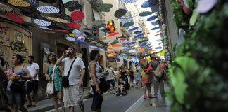 El barrio de Gràcia celebra sus tradicionales fiestas de verano. (Foto: JOSEP LAGO/AFP/GettyImages)JOSEP LAGO/AFP/GettyImages)